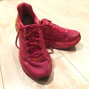 Hoka One One Clinton virtual pink fabric sneaker 8